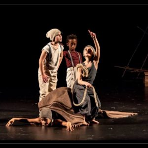 Eva e Lucia nello spettacolo Naveneva Kids, Compagnia Naturalis Labor